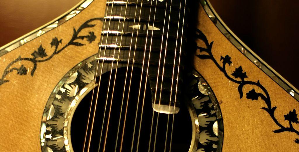 Y déjate llevar por el sonido de sus guitarras y los fados
