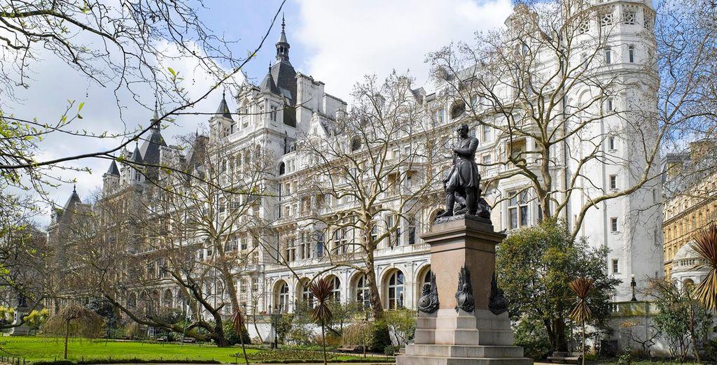 Un impresionante hotel de lujo de cinco estrellas...