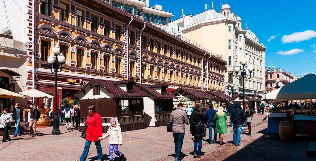 Conocerás la calle Arbat, llena de vida y arte, es una calle peatonal de un kilómetro de largo