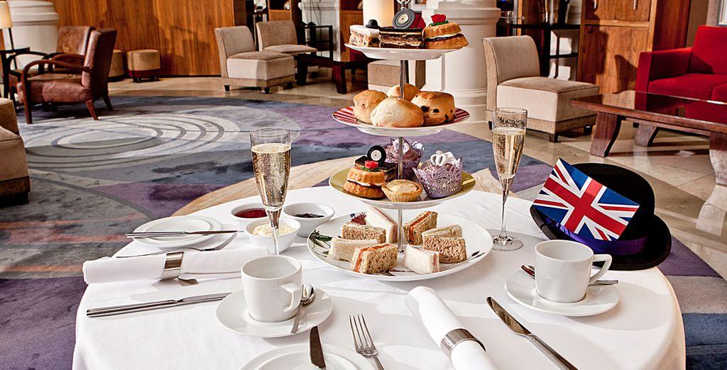 Degusta el famoso té de la tarde en el vestíbulo