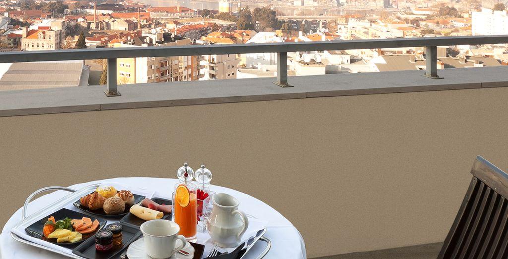 Disfruta del desayuno en la terraza de tu habitación