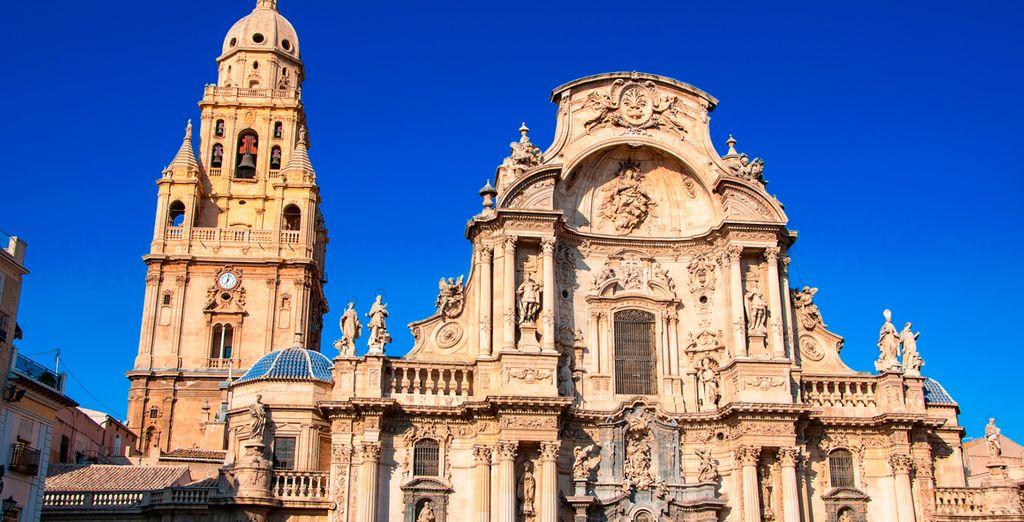 Murcia y su catedral, muy cerca