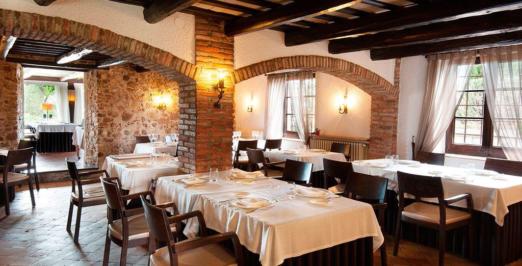 El restaurante de Hotel Mas Solà 4* ocupa una típica masía catalana del siglo XVI