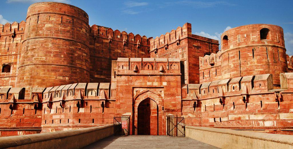 Visita al fuerte rojo de Agra, antigua residencia y también cárcel del emperador