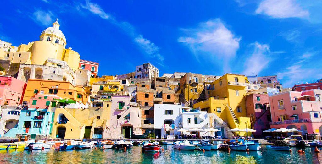 Descubre Nápoles desde el Palazzo Salgar 4*