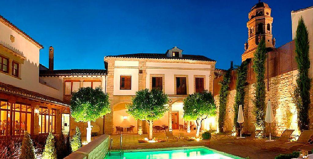 Bienvenido a Hotel Puerta de la Luna 4*, enclavado en pleno casco histórico de esta bella ciudad