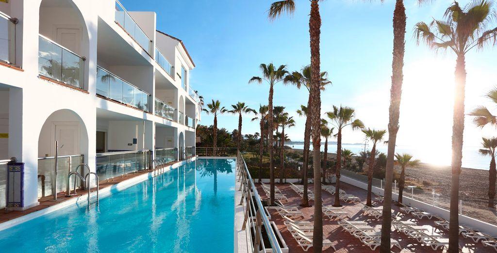 Con una excepcional ubicación entre Estepona y Marbella