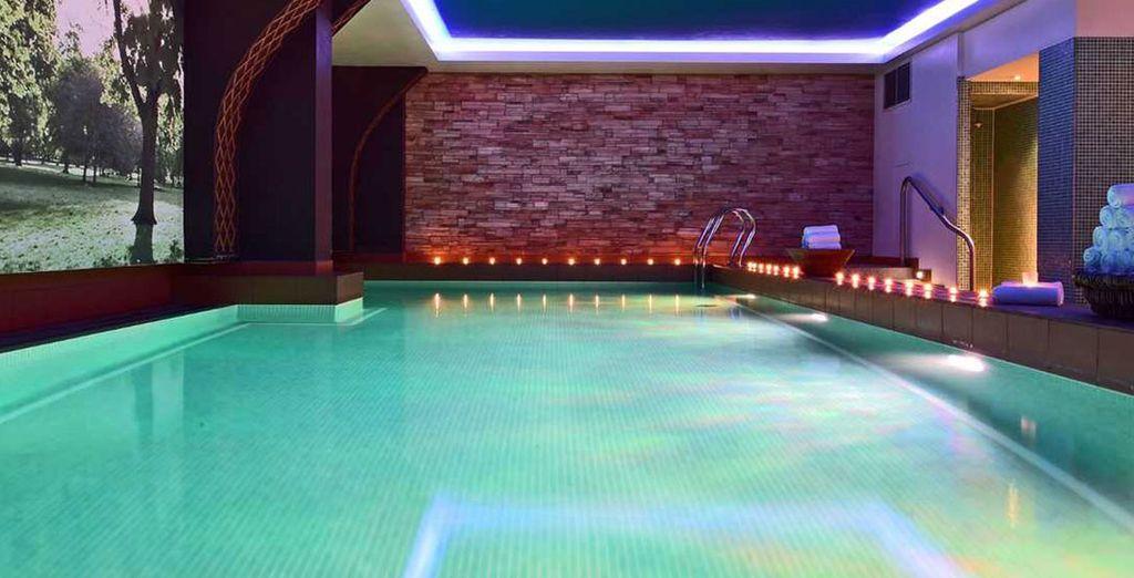 Tendrás acceso a la piscina climatizada, el baño de vapor y la sauna