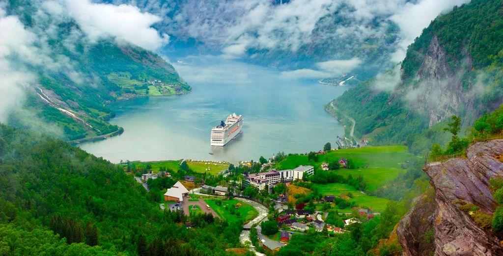 El Fiordo Luterfjord rodeado de un paisaje de belleza única