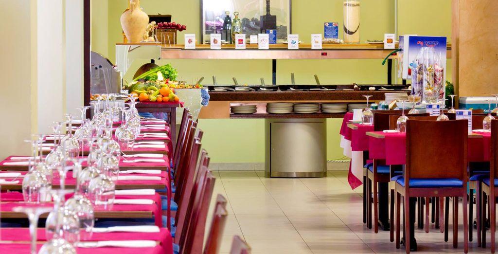 El restaurante Verónica, que aparece en la Guía Michelin, sirve platos a la carta para almorzar y cenar