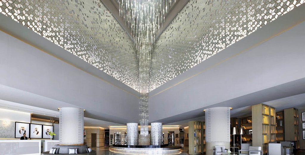 Este lujoso hotel de 34 pisos se encuentra a pasos de las principales atracciones de la ciudad