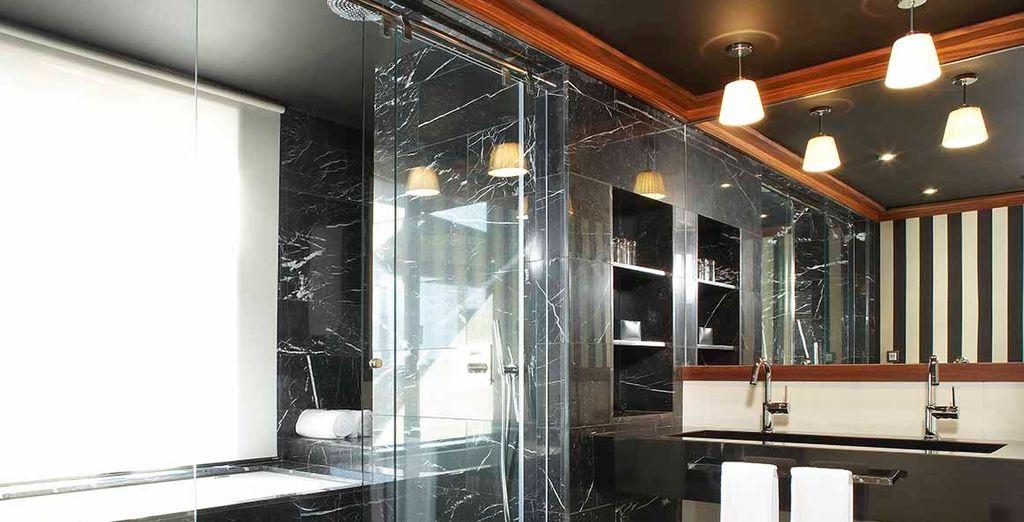Además de un baño amplio y privado en tu misma habitación