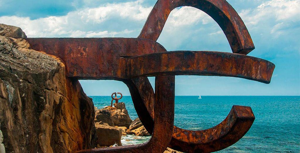 Visita el famoso Peine del Viento de Chillida junto a la bahía de La Concha