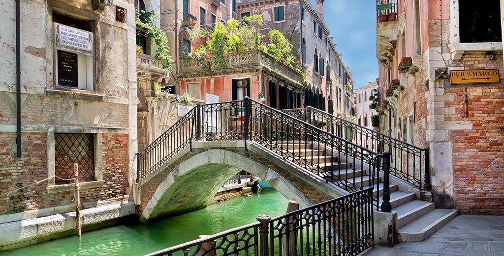 Recorre esta hermosa ciudad siguiendo los canales