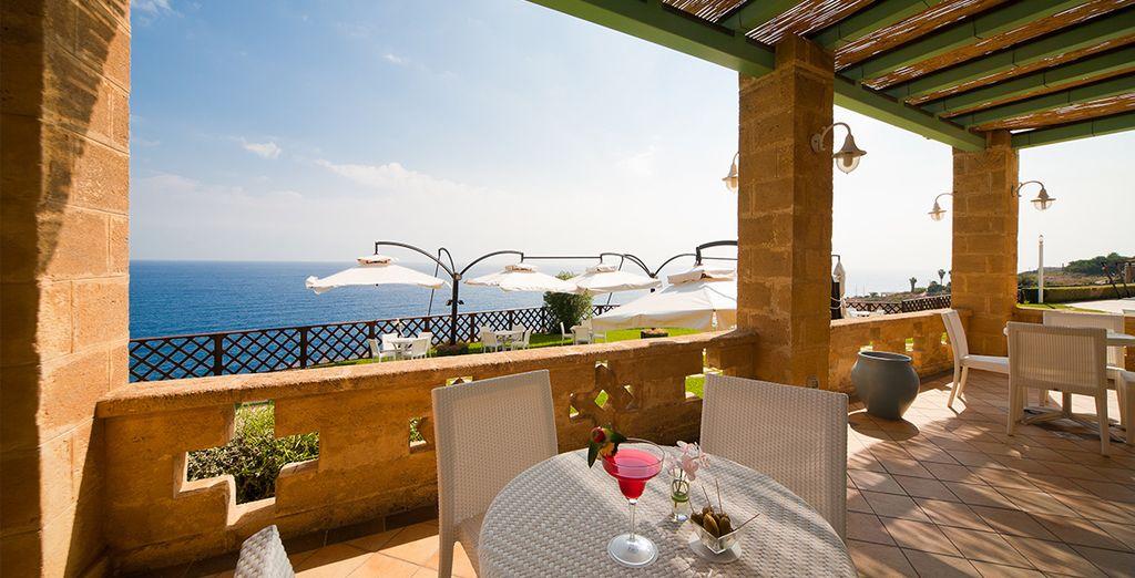 Aprovecha el buen tiempo en la terraza con vistas al mar