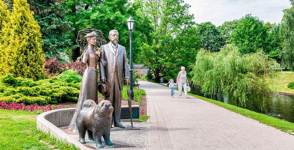 La estatua de George y Cecile Armitstead, muy cercana a la Ópera