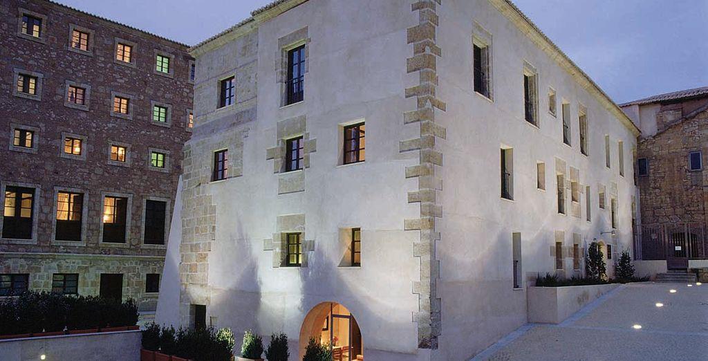 Este hotel moderno y elegante ocupa un convento reformado y lleno de encanto