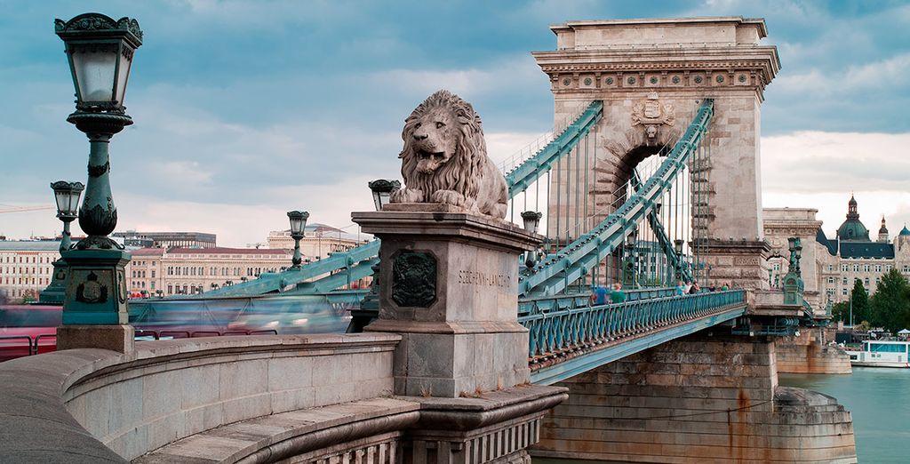 Cruza el Danubio y deléitate con las vistas desde el puente