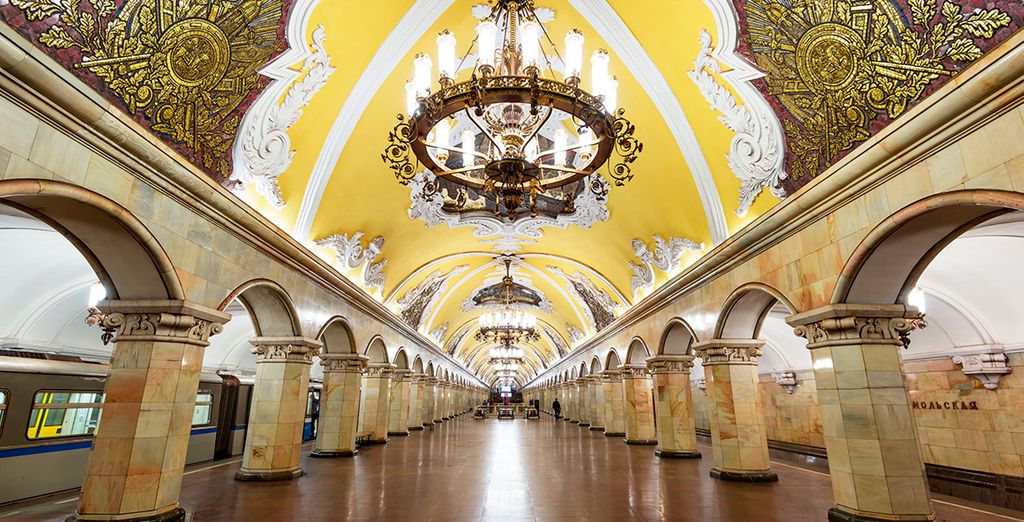 La sorprendente estación de metro de Komsomolskaya