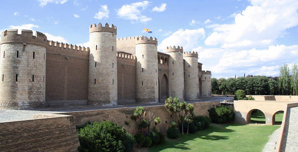 El Palacio de la Aljafería, es el único testimonio conservado de un gran edificio de la arquitectura islámica hispana