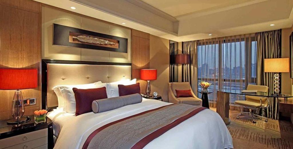 Una cama amplia y cómoda para descansar al final de tu viaje