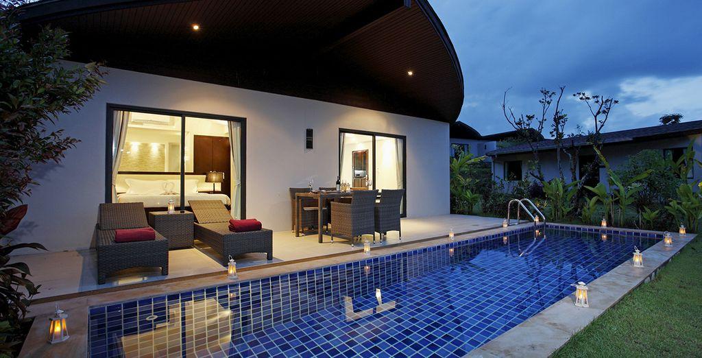 Disfrute de su Suite con jacuzzi y piscina al aire libre