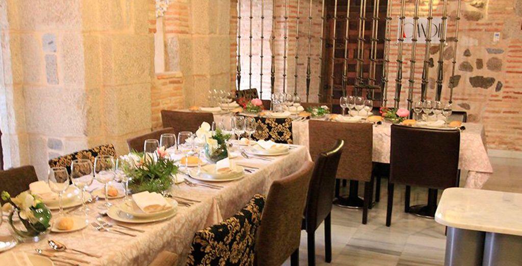 Deguste su exquisita gastronomía en el restaurante