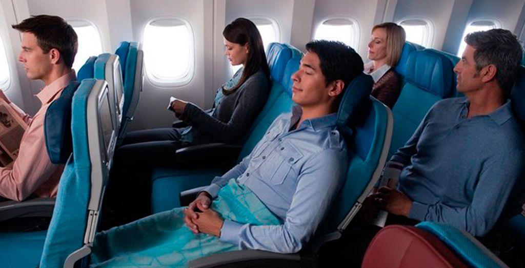 El espacio entre asientos es de 78cm que permite reclinar 12cm el asiento sin molestias para nadie