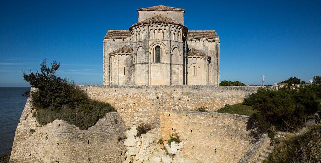 Conoce lugares como la iglesia de Sainte Radegonde