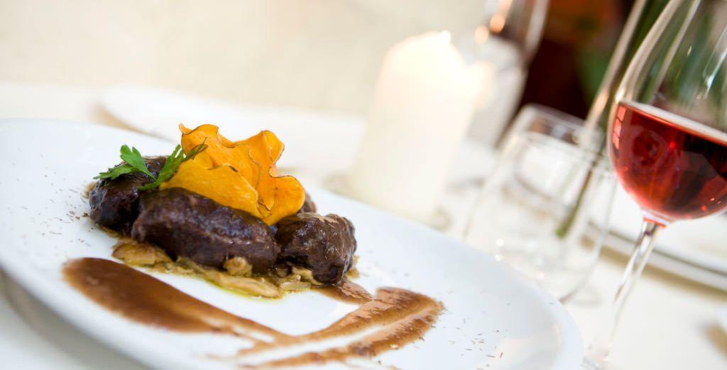 En el Restaurante Claustro de San Antonio El Real, conquistan a los comensales por el paladar y también por la vista