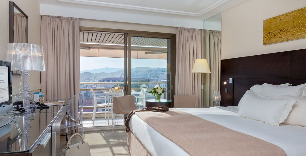 O bien en una habitación Prestige con terraza y vistas a la villa