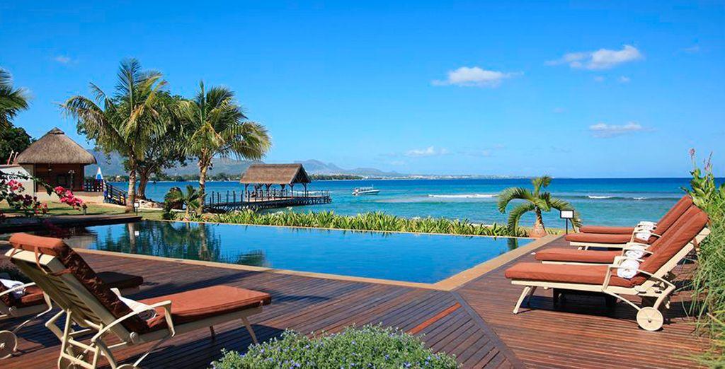 Disfruta de la piscina Infinity al borde del mar en InterContinental Mauritius Resort Balaclava Fort 5*