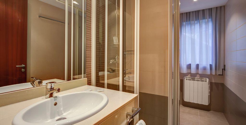 Con baño completo en su apartamento
