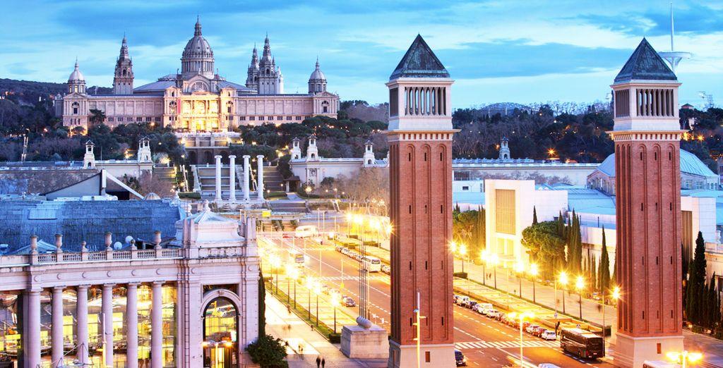 Aprovecha para visitar la plaza de España y Montjuic