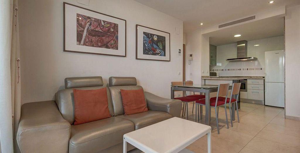 Apartamento 2: Su salón, amplia sala de estar