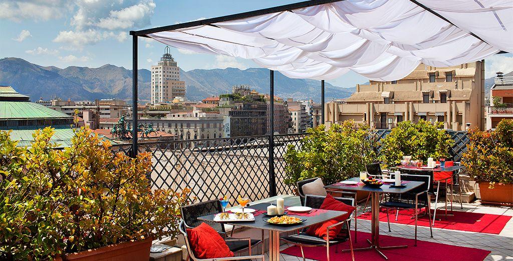 Disfrute de impresionantes vistas desde la terraza del Plaza Opéra