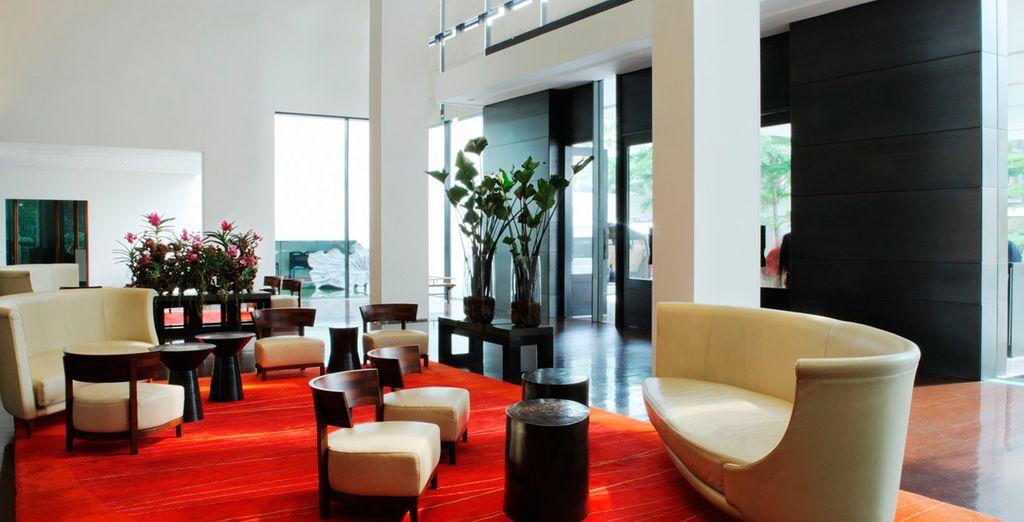Relájese en el lobby del resort
