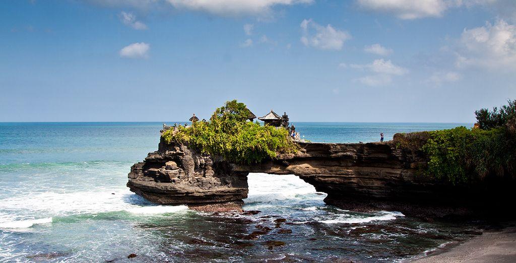 Tendrá la oportunidad de visitar el más famoso templo de Tanah Lot