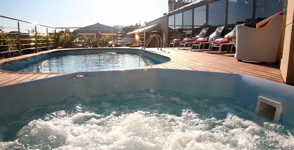 Situada junto al solarium y la piscina
