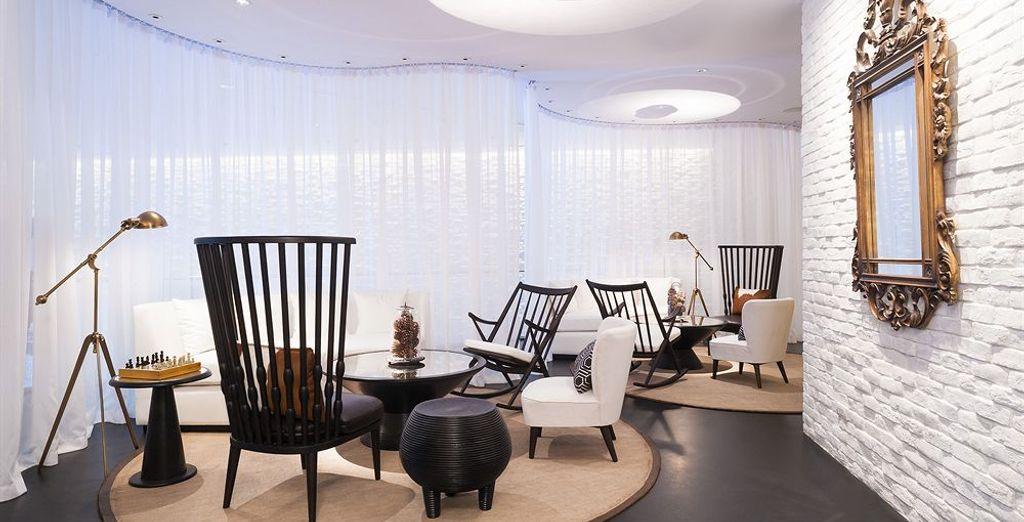 Un hotel moderno y lujoso