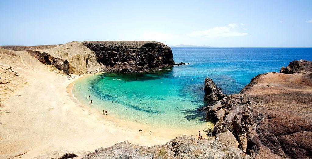 La famosa Playa del Papagayo le enamorará