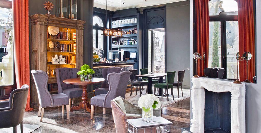 La alta gastronomía de vanguardia y la coctelería más clásica se mezclan en un espacio con la mejor música