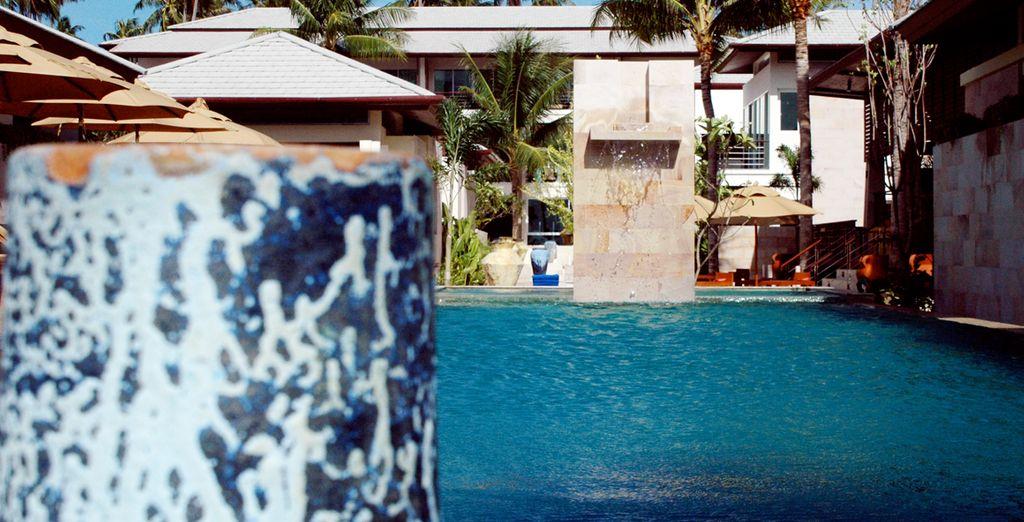 Disfrute de su gran piscina al exterior, Elements Boutique