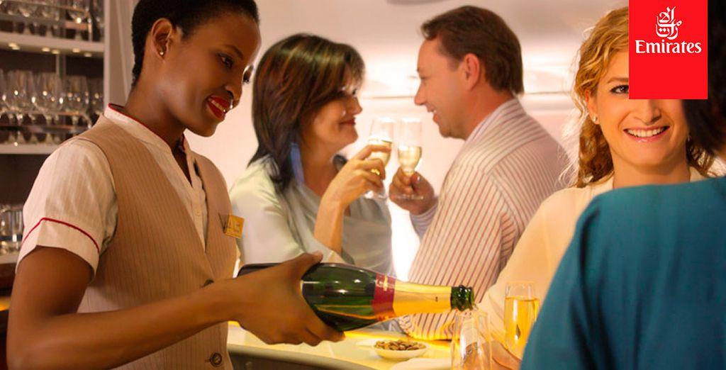 Puede disfrutar los platos acompañados de champán