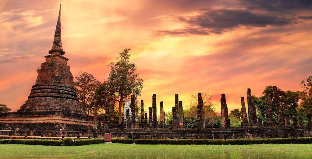 Parque histórico de Sukhothai, el casco antiguo, aprovéche su último día libre