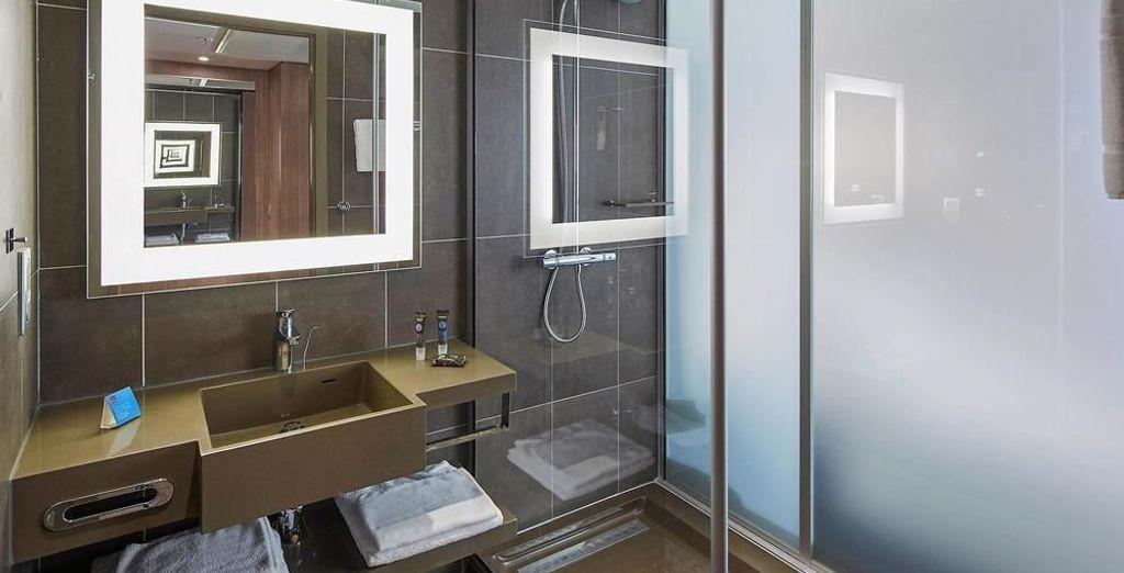 Con un moderno baño equipado