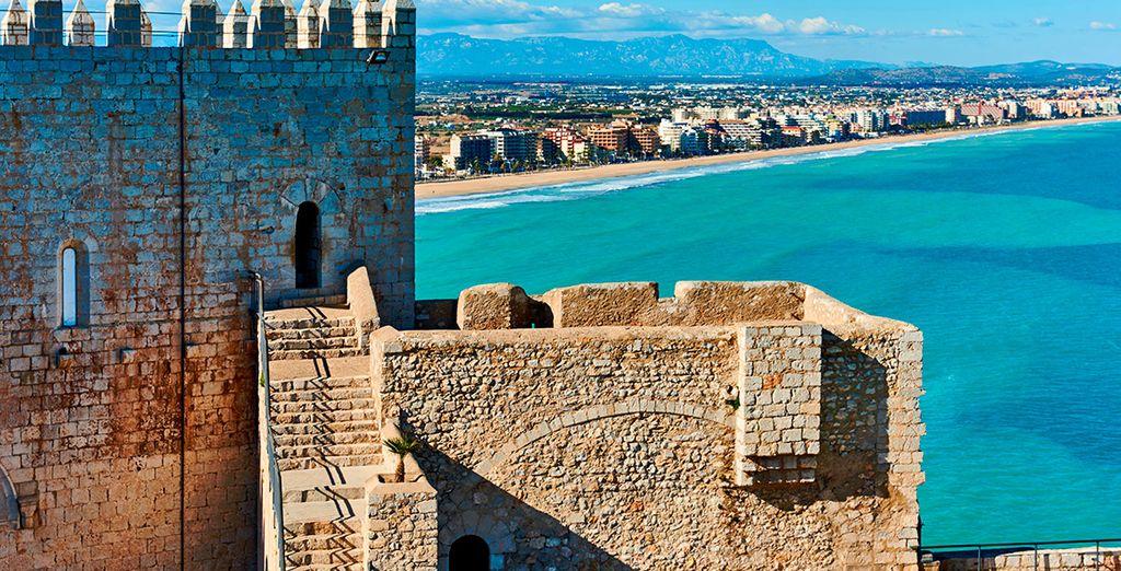 Visita localidades como la bella Peñíscola