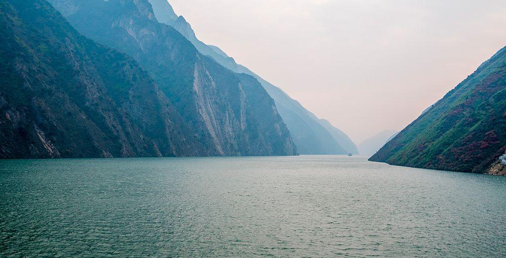 Contempla las bellas vistas; en Badong realizaréis una excursión en barca por el río Shennong