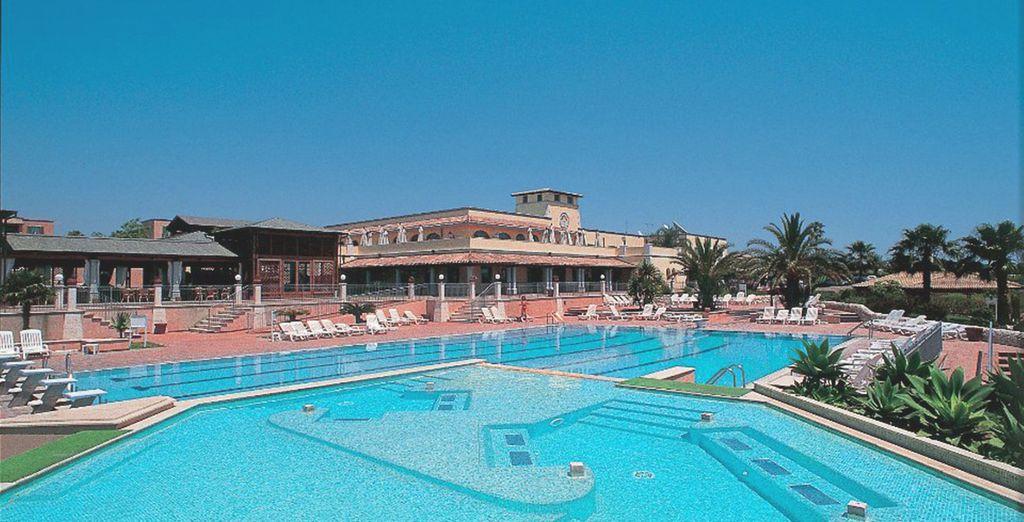 Refrésquese en su gran piscina
