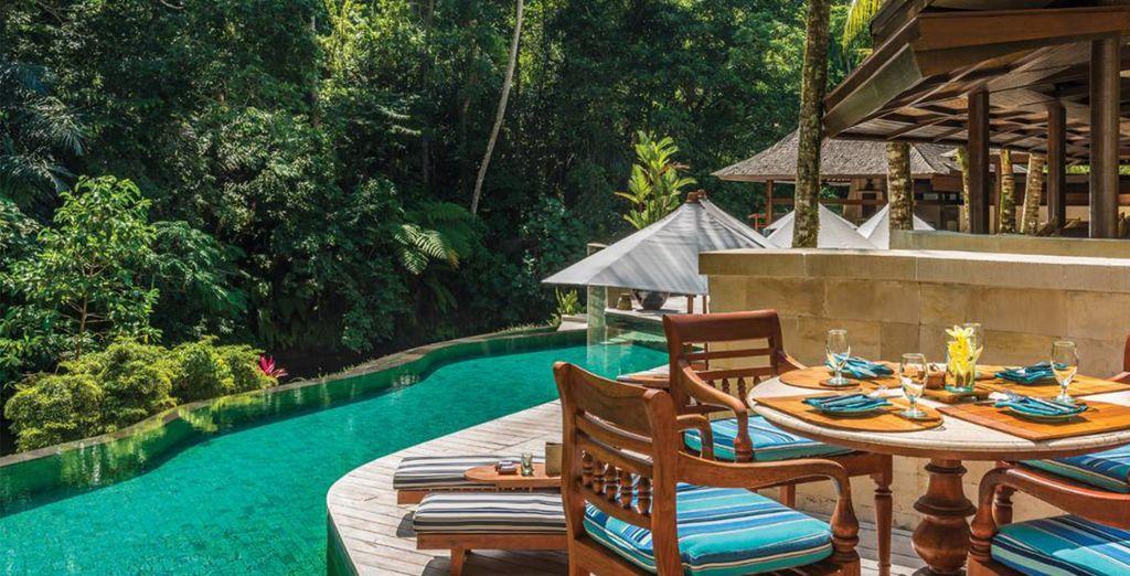 Descanse a orillas de la piscina, y escuche el silencio, la tranquilidad